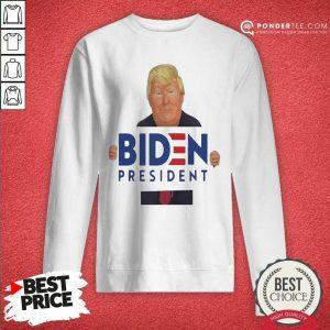 Donald Trump Hug Biden President Sweatshirt - Desisn By Pondertee.com